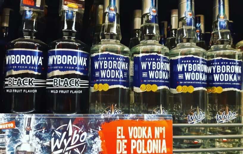 Bottiglie di Vodka in un supermercato polacco