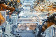 robot costruiscono una macchina Volkswagen