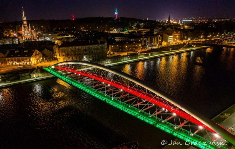La città di Cracovia illuminata con i colori Italiani